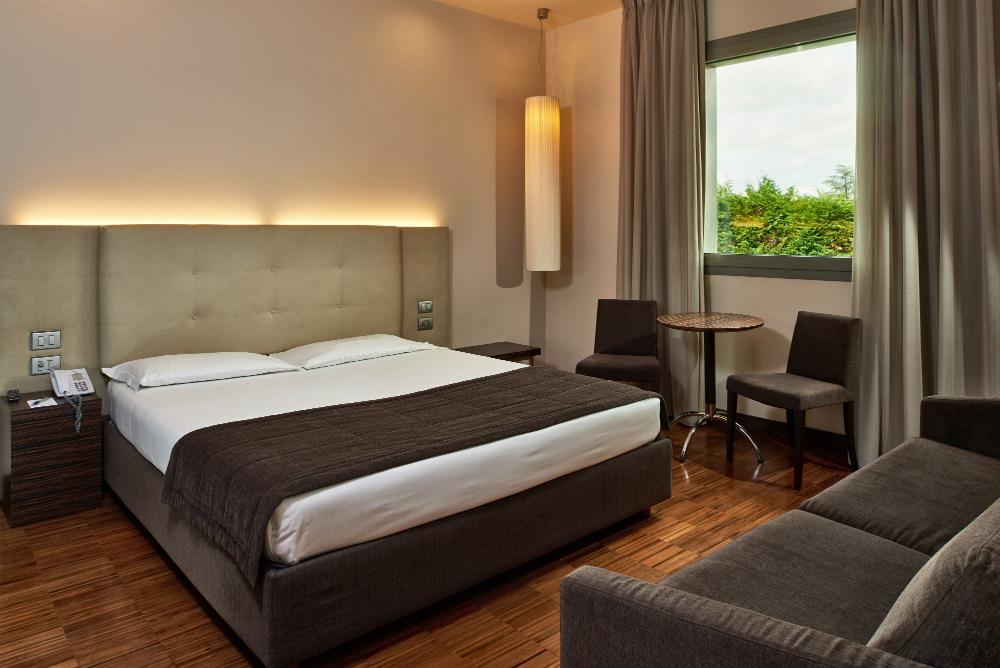 Camera matrimoniale con garage hotel cruise hotel 4 stelle lago di como sito ufficiale - Alberghi con camere a tema ...