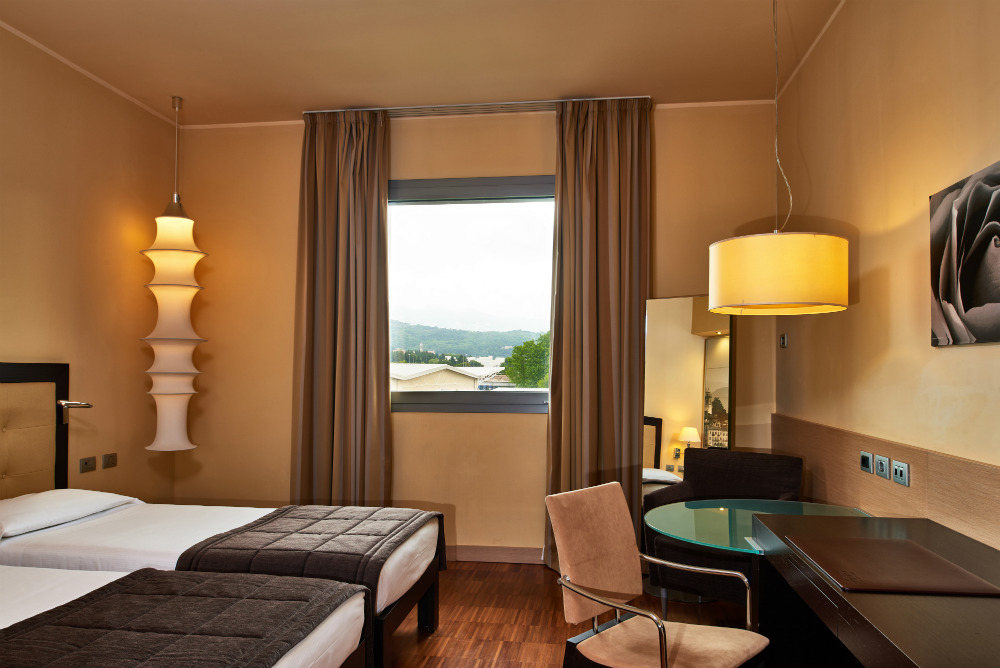 Direct Tv Satellite >> Superior Room | Hotel Cruise - 4 stars hotel - Lake Como - Italy - Official Website